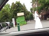 Braut mitgenommen und im Auto genagelt