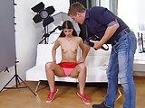 Fotograf fickt sein junges Model in den Arsch