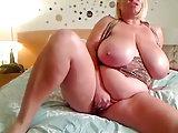 Reife Blonde mit perfekten Rundungen