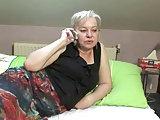 Oma ruft nach ihrem Liebhaber