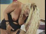 Alte Lesben spielen mit Sextoys