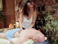 Geile Massage mit sexy Masseurin