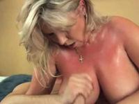 Reife Frau mit schönen dicken Titten