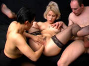 Versauter Dreier mit zwei Frauen