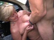 Frau Schulz fickt als Taxifahrerin