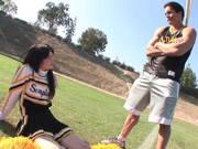 Coach fickt junge Cheerleaderin