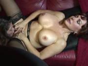 Frauen mit prallen Titten im Lesbensex Porno