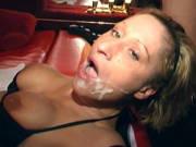 Im Swingerclub lässt sich Teresa Lynn von mehreren Männern ficken