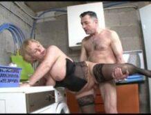Frau Schulz wird von dem Nachbarn in der Waschküche gefickt
