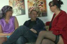 Sextherapeutin und Ehefrau als Putzfrau im Dreier