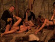 Mittelalter Gruppensex im Kerker