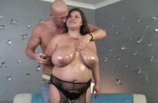 Dicke Frau wird in ihre leicht haarige Speckmöse gefickt