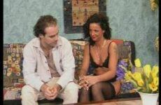 Sextest mit einem lockigen Luder in Strapse
